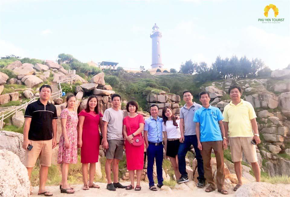 dương hoàng mi - tour hải đăng mũi điện vịnh vũng rô - phuyentourist